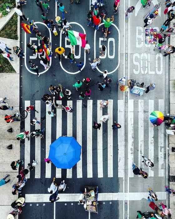 foto aérea de un cruce peatonal