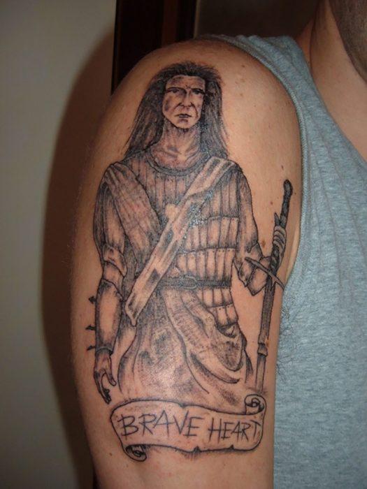 tatuaje mal hecho de corazón valiente