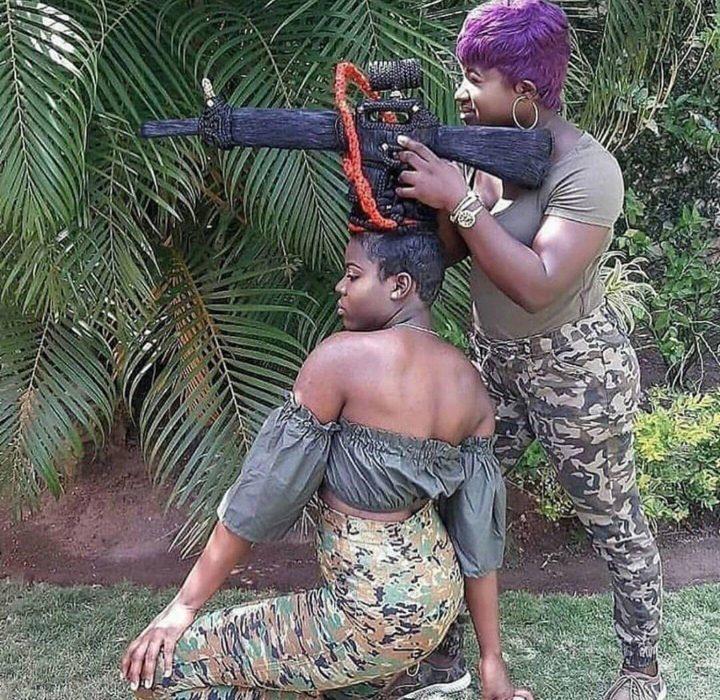cabello en forma de metralleta