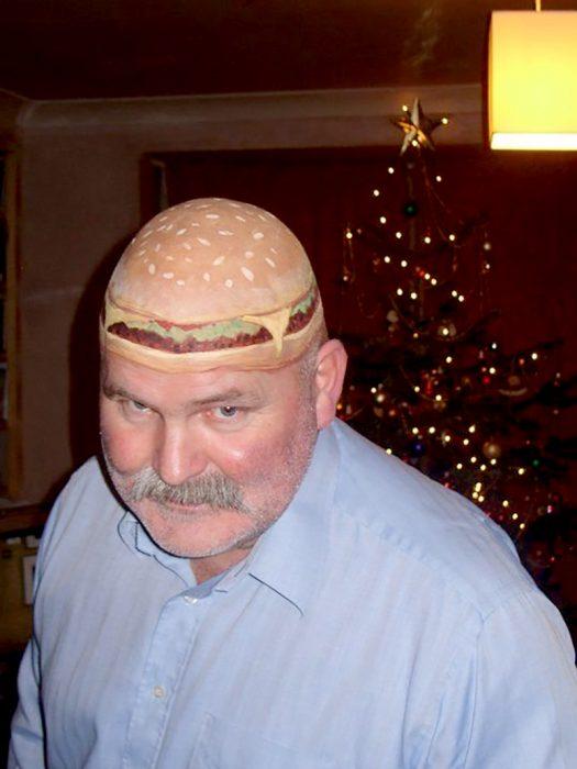 hombre con la cabeza de hamburguesa