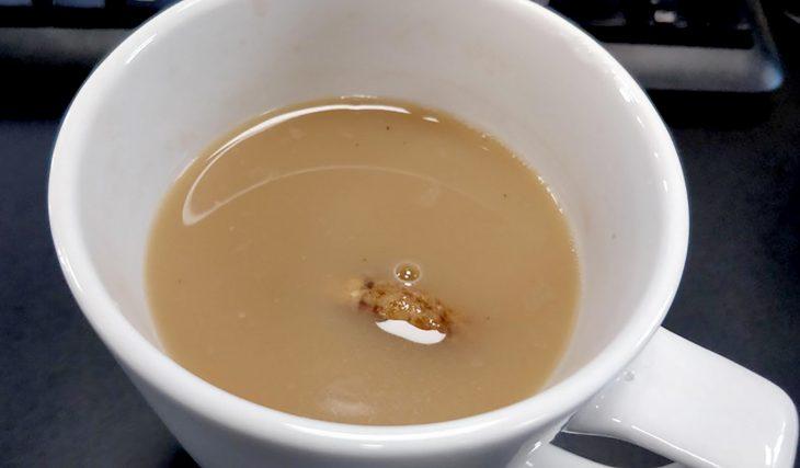 galleta remojada en café
