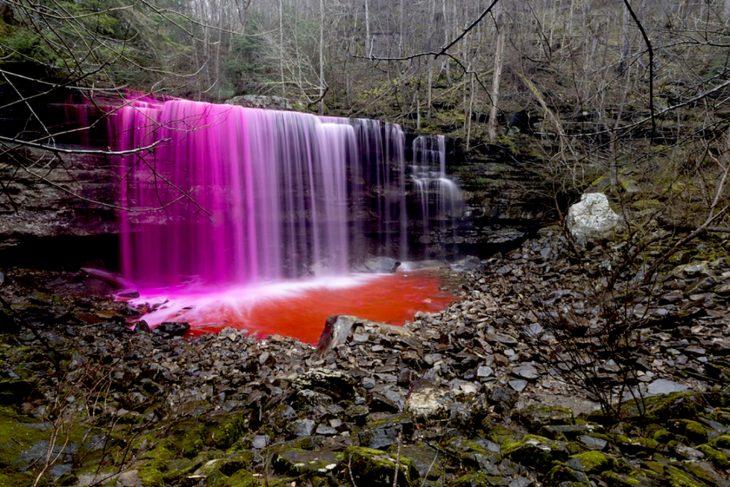 Inyección de colorante durante un estudio permitido de trazadores de tintes en cascadas de Tennessee