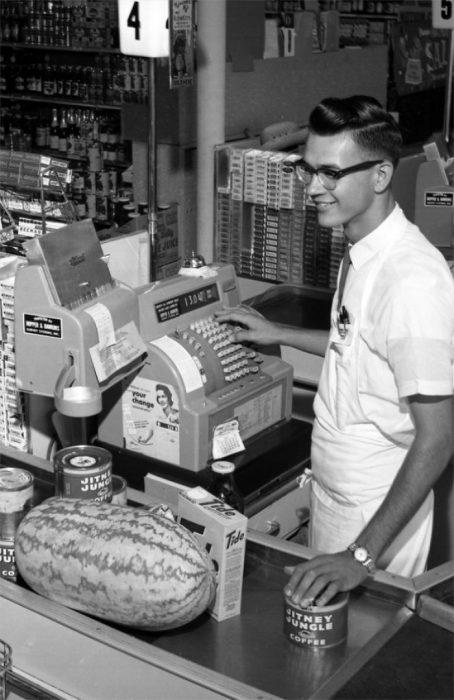 Cajero en una tienda de Florida, 1962