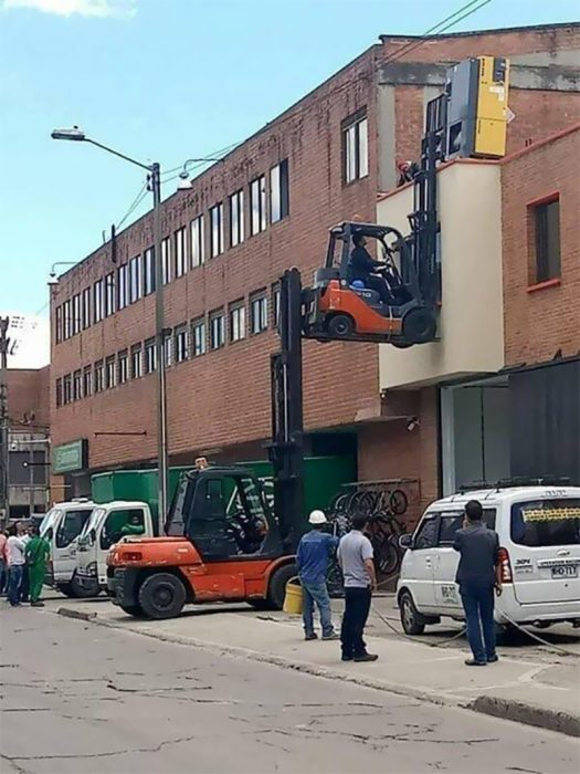 camioncito sobre camioncito