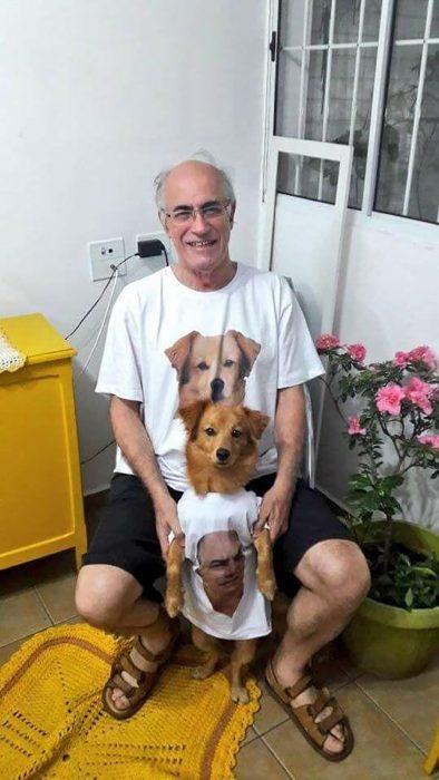 hombre con camisa de perro y perro con camisa de hombre
