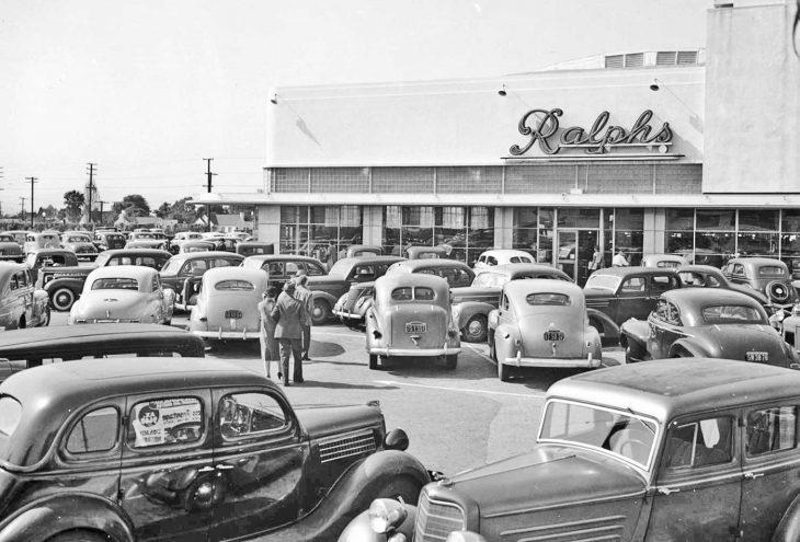 Estacionamiento en un supermercado en Los Ángeles, 1942