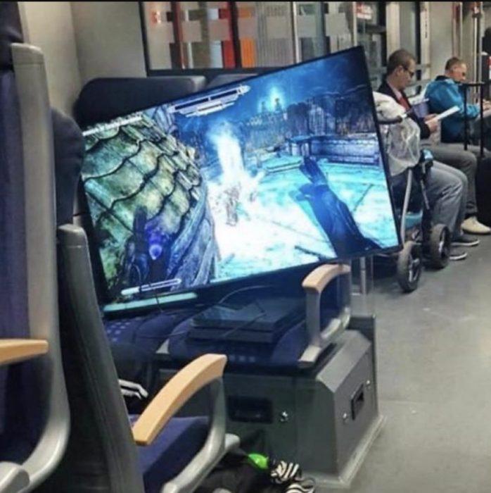 pantalla de videojuegos en el metro