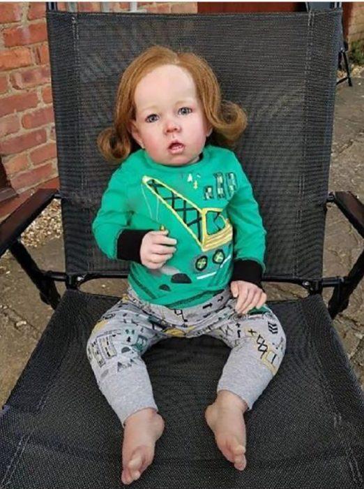 muñeca reborn con el peinado de Lord Farquaad