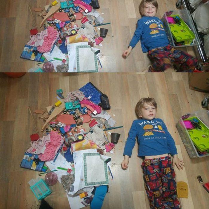 niño en el suelo con sus juguetes