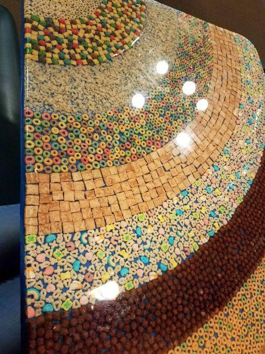 mesa hecha de cereal