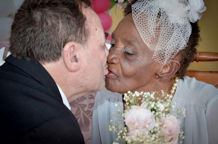 viejitos casándose