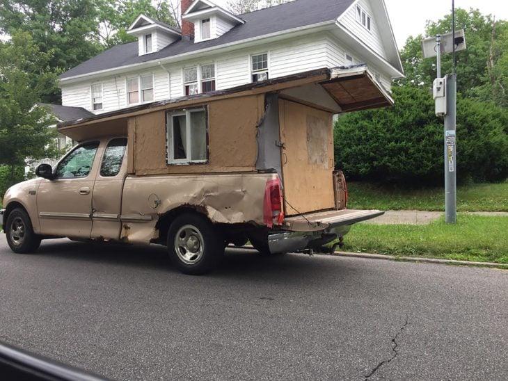 casa sobre camioneta