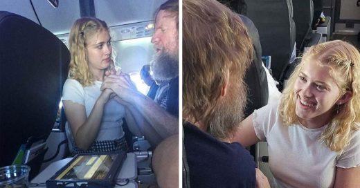 Cover Siendo sordo y ciego, no pudo expresarse en el avión