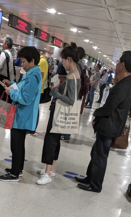fila de espera en aeropuerto