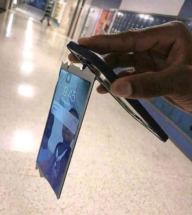 celular con la pantalla zafada que aún funciona