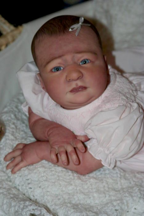 muñeca reborn de cara chistosa