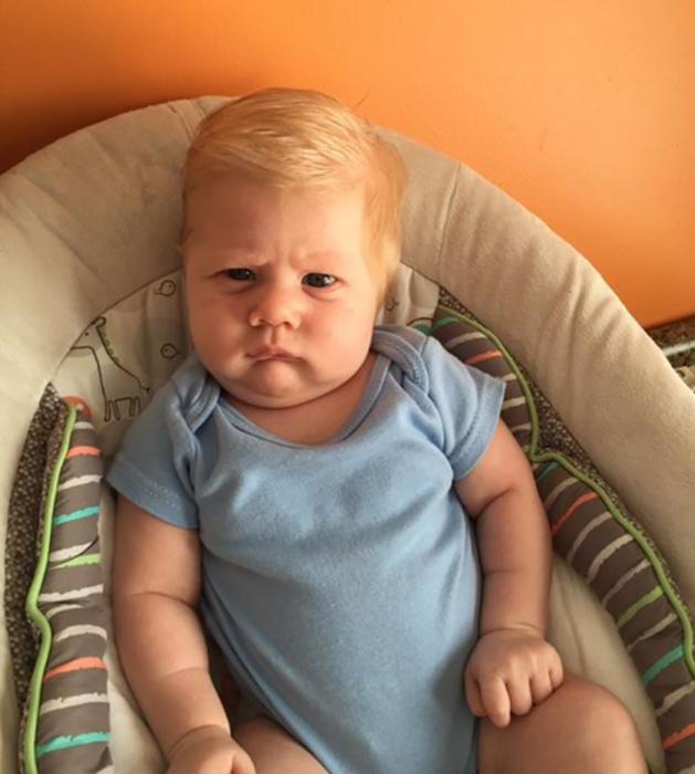 bebé que se parece a donald trump