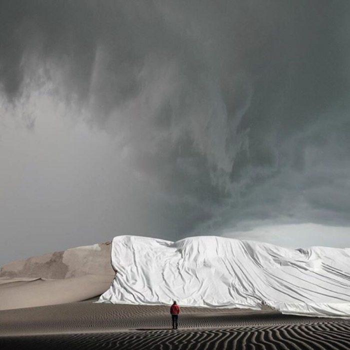 imagen surrealista de dunas cobijadas