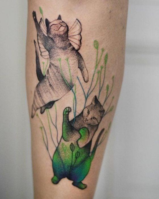 tatuaje de gatos curiosos