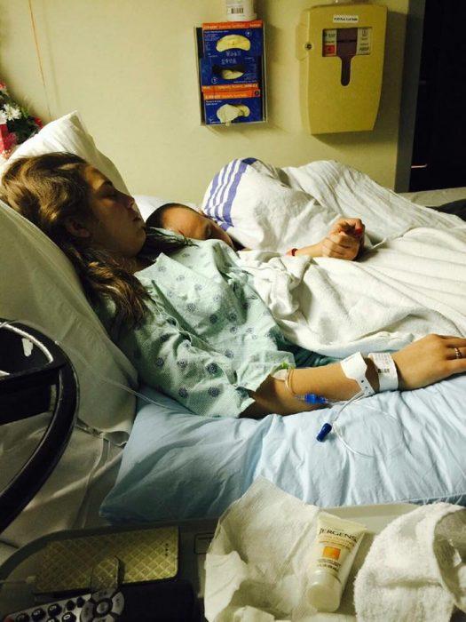 hombre y mujer en el hospital