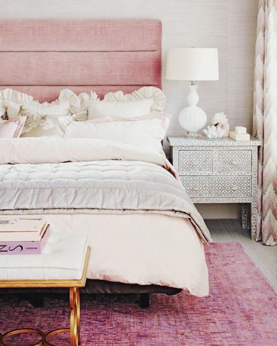 cabecera de tablas de madera rosa