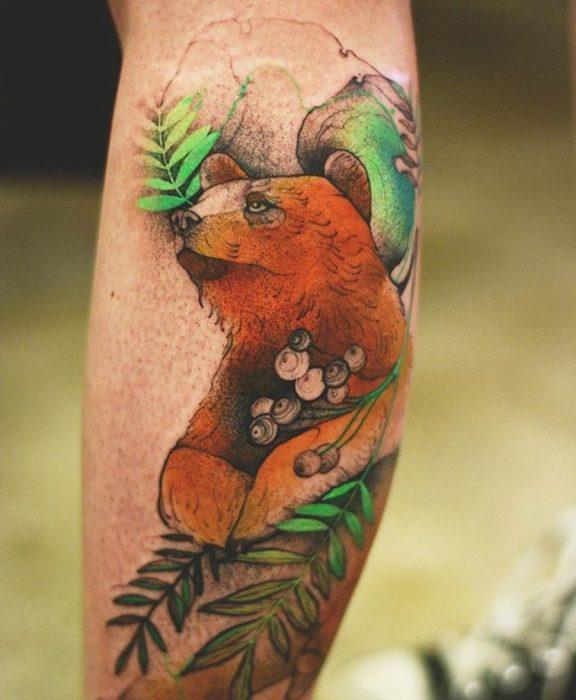 tatuaje de un oso de ojos expresivos