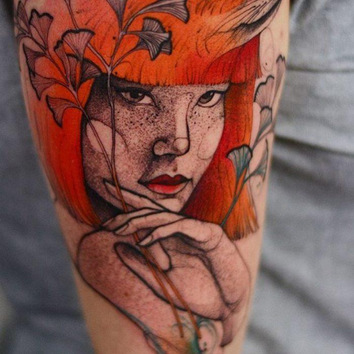 tatuaje de peliroja