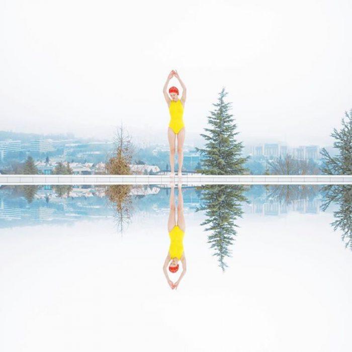 reflejo chica, piscina y pinos
