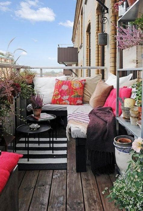 sillones en un balcón