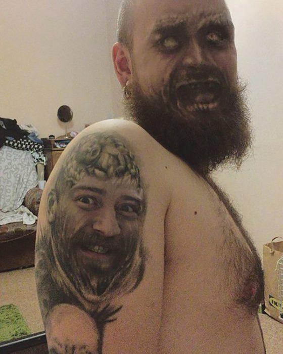 faceswap de hombre con su tatuaje