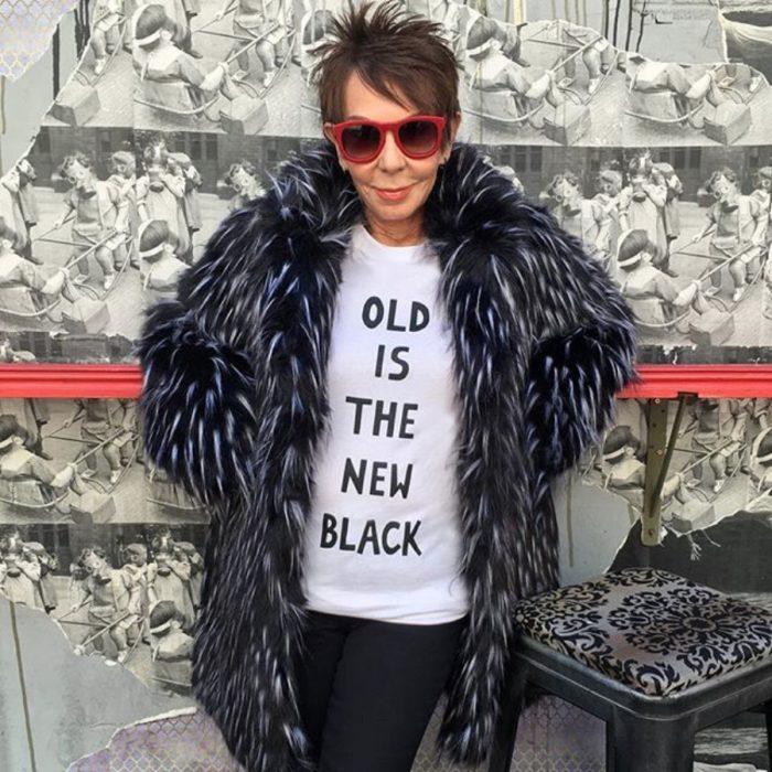 Dorrie Jacobson con abrigo pachoncito