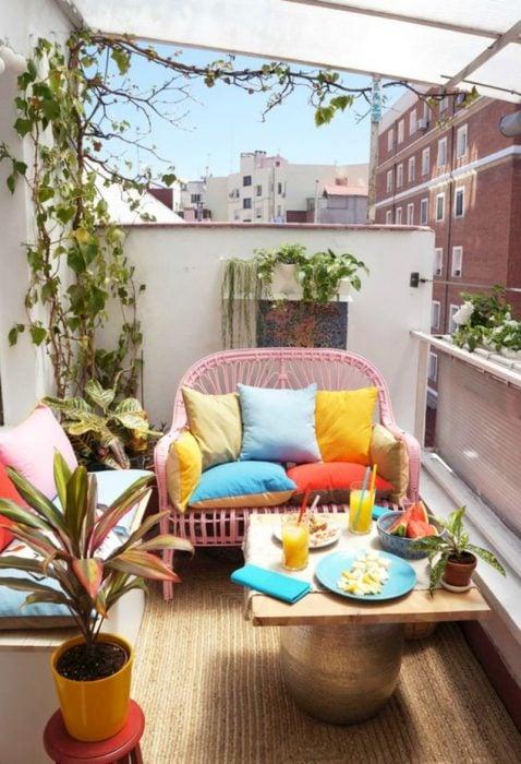 sala de colores en un balcón