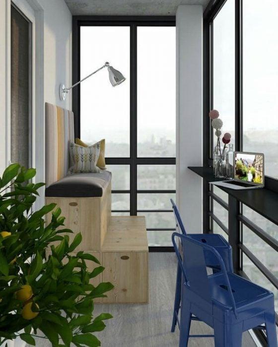 oficina en el balcón