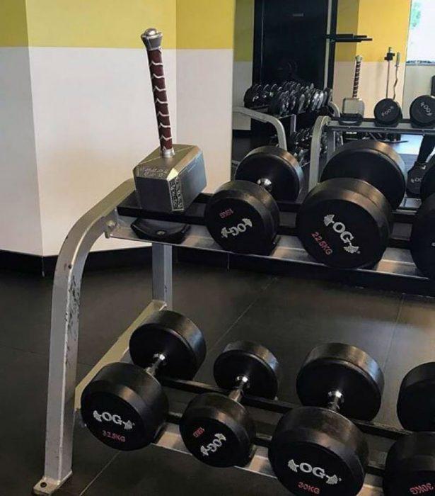 martillo de thor en gimnasio