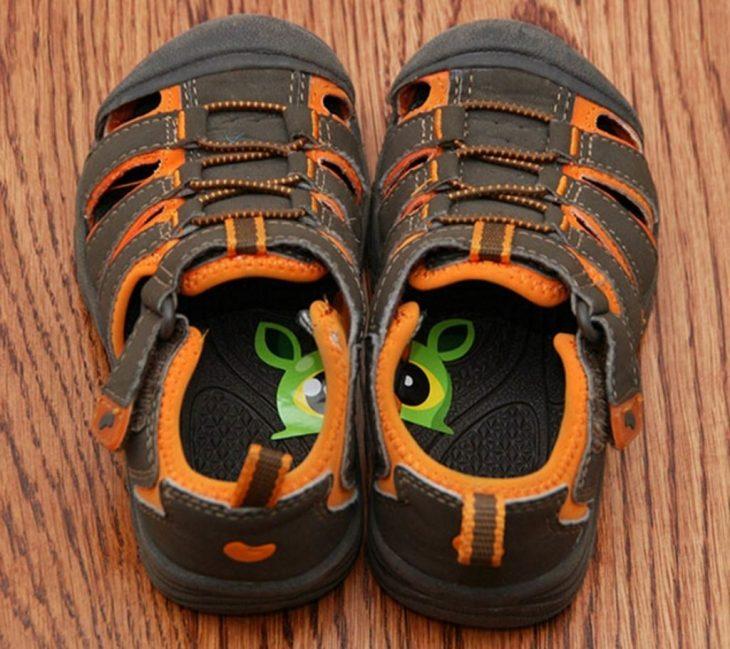 calcomanías en zapatos para niños