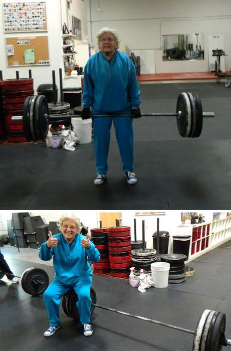 señora de 82 años haciendo ejercicio