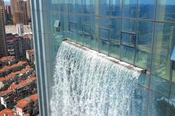 cascada en rascacielos de china