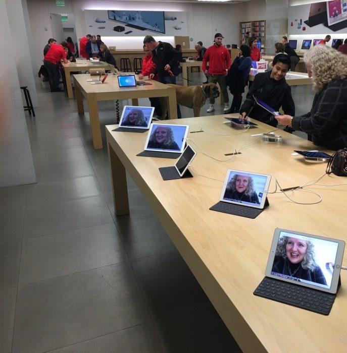 foto de señora en cada dispositivo de la tienda
