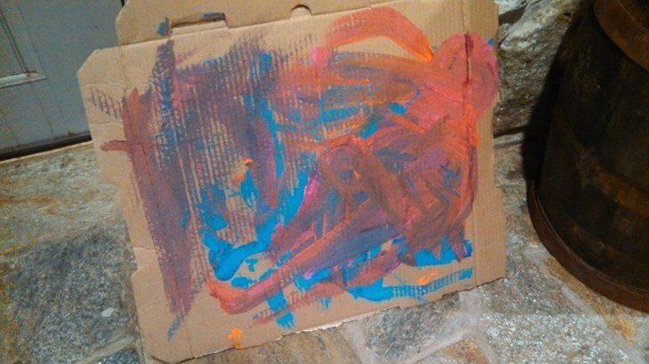 caja de pizza como bastidor artístico