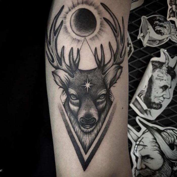 tatuaje de un ciervo