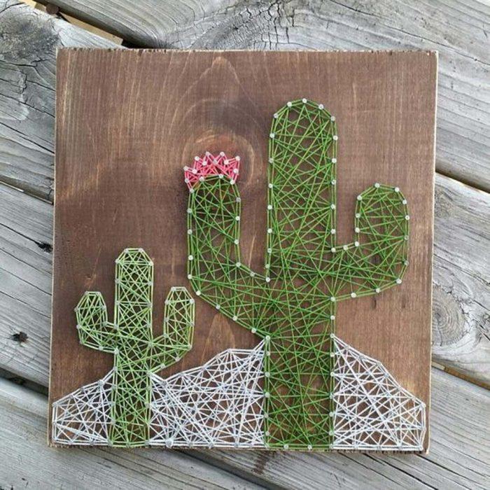 cuadro de cactus hecho con hilos