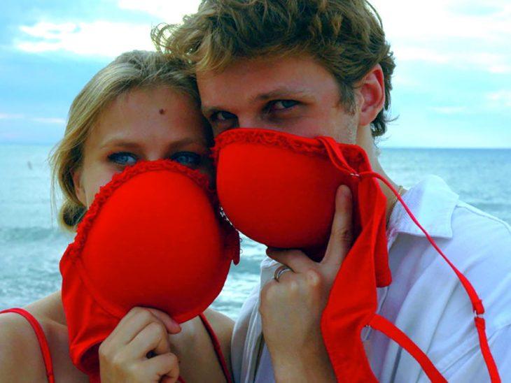 máscaras de gas hechas de brasier