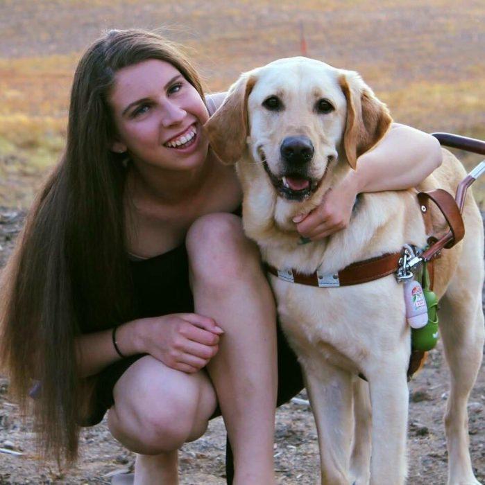 perrito y niña ciega