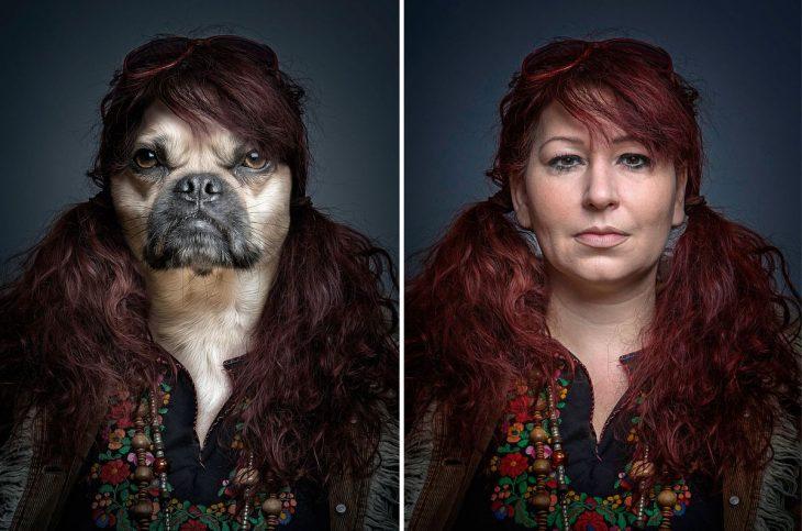 pelirroja y su perro vestidos igual