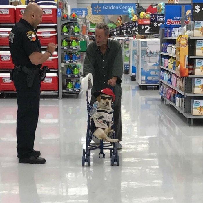 perrito cool en supermercado