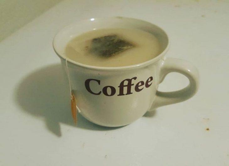 té en taza de café