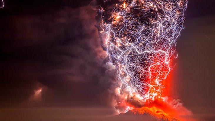 tormenta y erupción volcánica