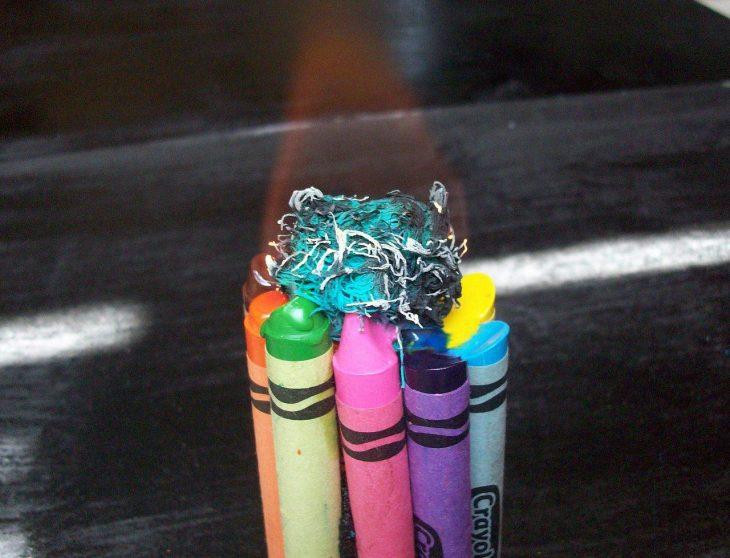 vela hecha con crayones
