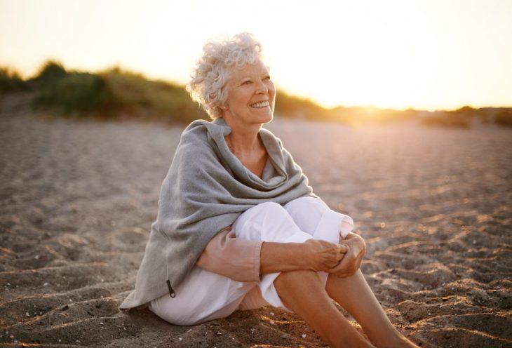 mujer mayor feliz recreoviral.com