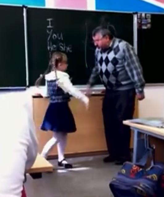 Niña se venga de su profesor
